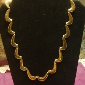Vintage gold tone necklace PM 733